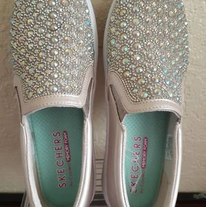 Skechers girl shoes size 3.5 new